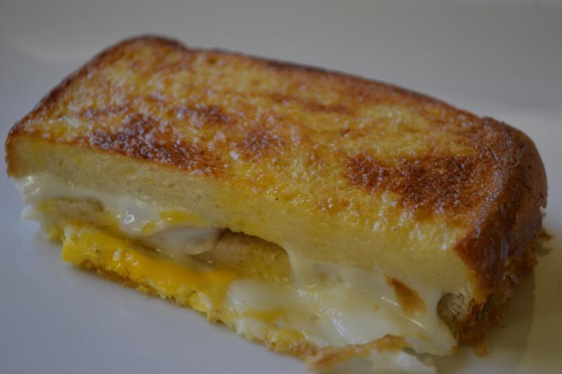 Toastbrot mit Schinken und Käse